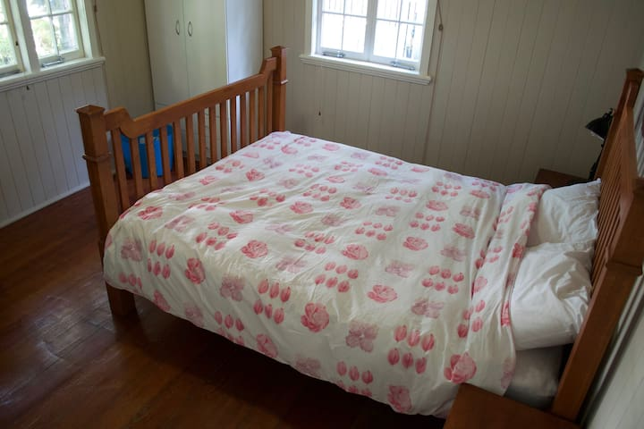 Cheap and Convenient Red Hill share house