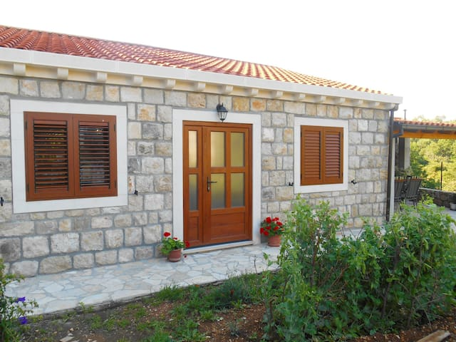 Eco-green cottage!