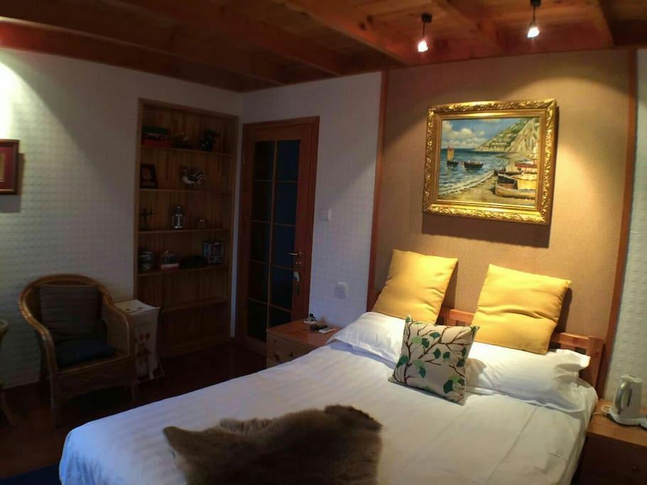 此房间温馨雅致,尤其适合年轻情侣入住。