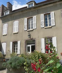 Chambre pour voyageur romantique - Joigny - Rumah
