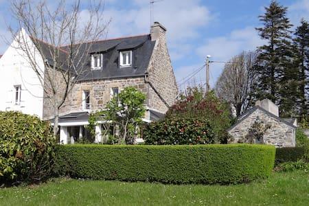 maison de charme avec jardin - Dům