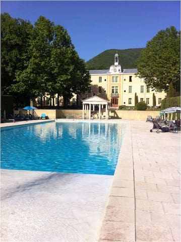Great chateau-apartment Haut-Provence 2-4 pers