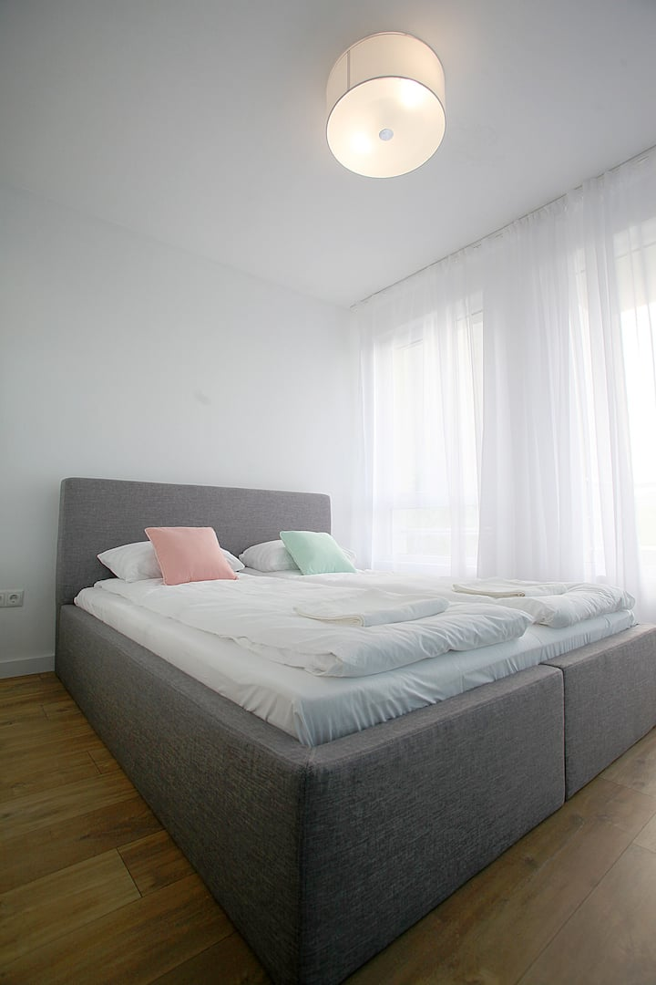 Modern Turquoise Apartment with parking/free WiFi