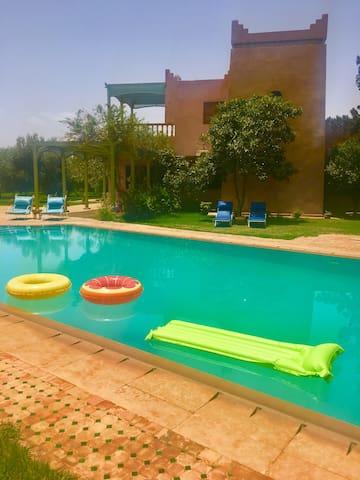 Quoi de mieux qu une piscine privée pour s'amuser avec sa famille et ses amis