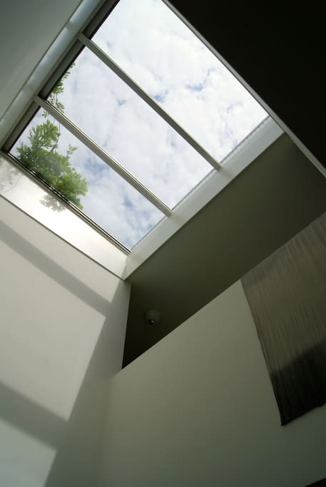 See through to roof terrace