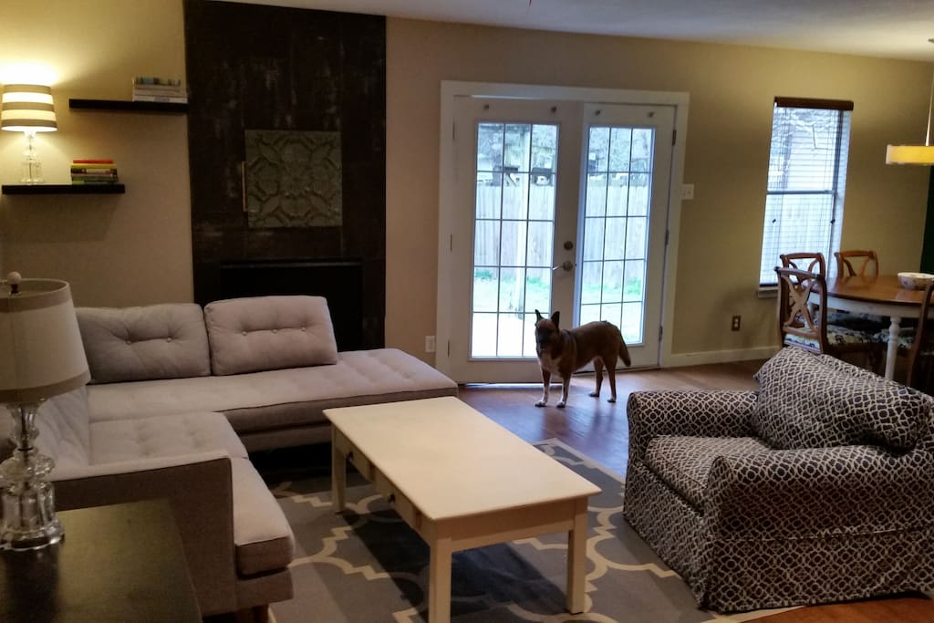 Living and dining area (dog not included, sorry!)