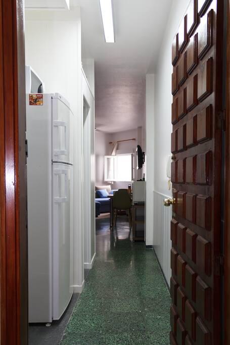 Bienvenidos a Lindamar 501, el alojamiento ideal para viajeros solitarios, parejas y familias pequeñas. | Welcome to Lindamar 501, the ideal accommodation  for solo travelers, couples and small families.