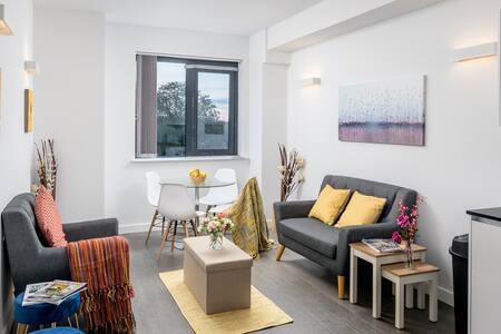 Stylish 2 bed 2bath flat in St Albans