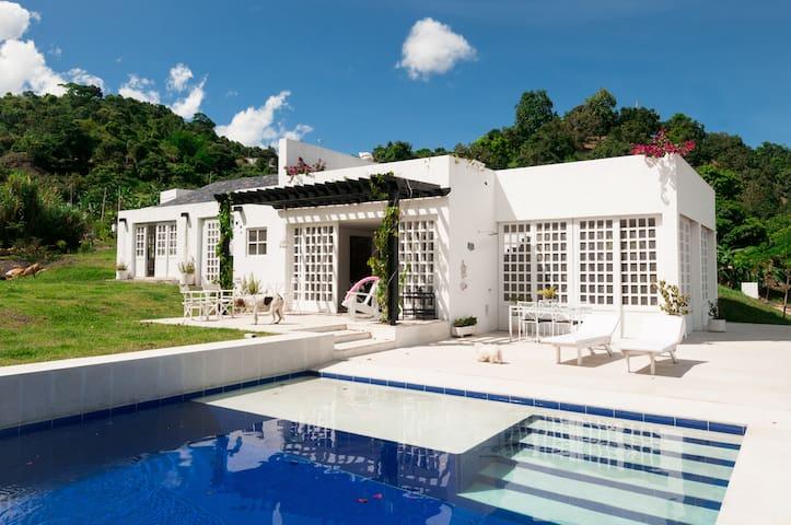 Beautiful Summer House in La Mesa, Cundinamarca