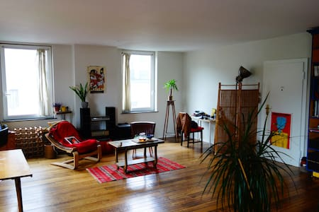 Room in a friendly central apartment - Bruxelles - Apartment