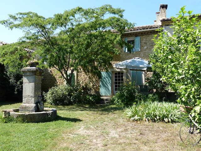 MAS DE CARACTERE PROVENCAL - Lourmarin - Casa