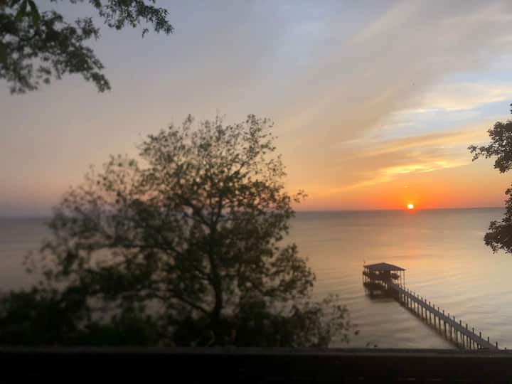 Fairhope bayfront studio on 80ft bluff over Bay