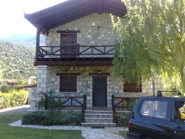 TRADITIONAL STONEHOUSE IN LILAIA - Λιλαία - House