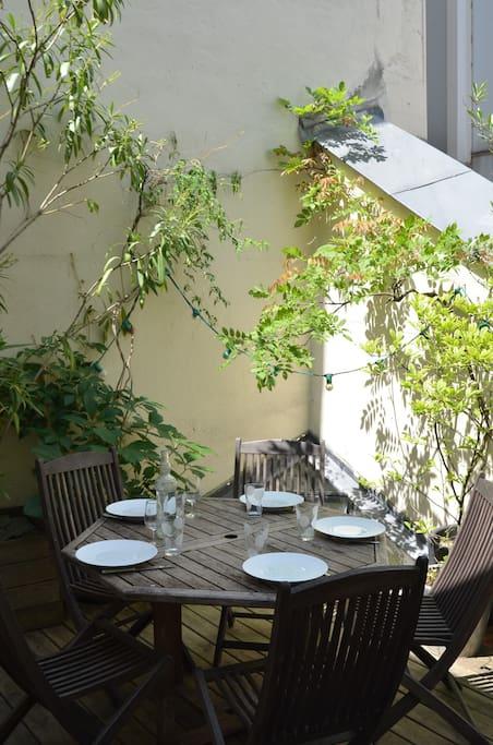 quiet terrace at the heart of Paris