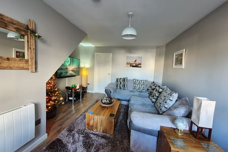 Cosy 1 bedroom house, stones throw from the beach