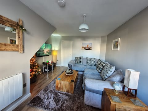 Cosy 2 bedroom house, a few mins from the beach