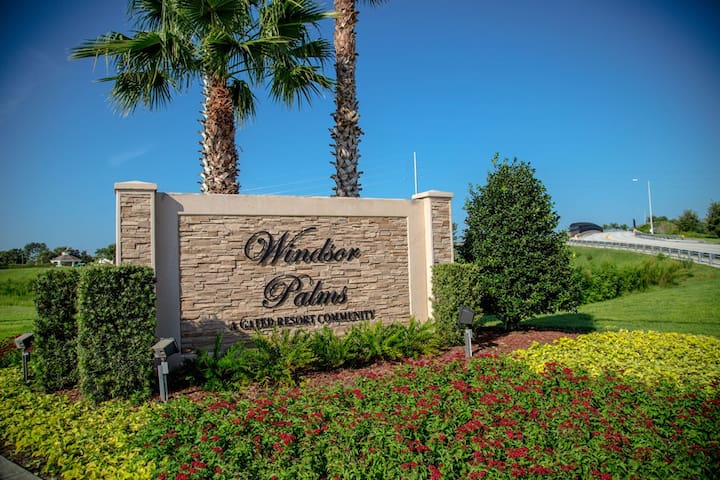 Windsor Palms entrance