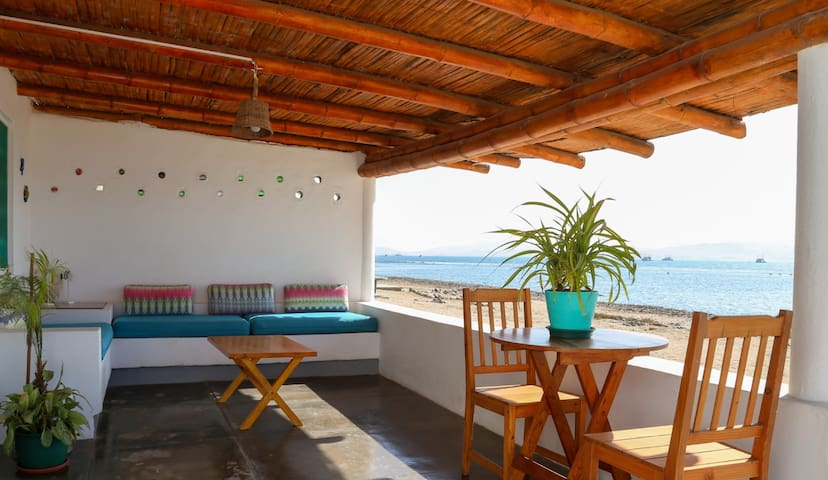 Beachfront Bungalow Paracas