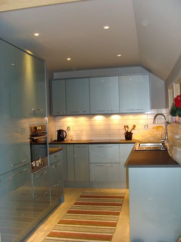 New modern kitchen with built in fridge freezer, induction hob and self cleaning oven and dishwasher