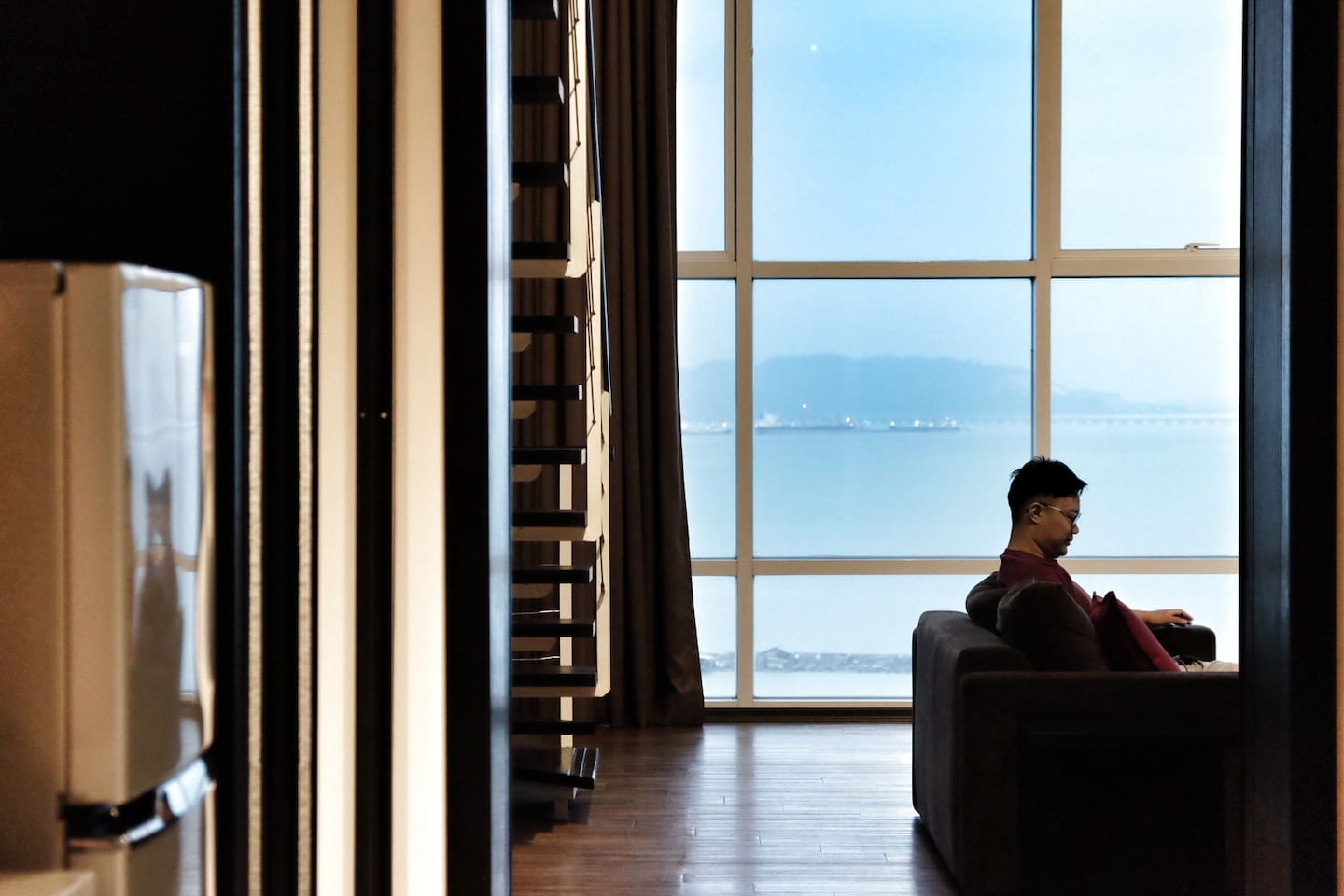 Welcome by the most awesome seaview apartment in Penang, you will be amazed by the double volume window facade. The sunrise view is extremely beautiful!