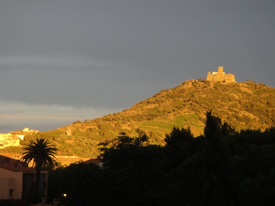 Fort Saint-Elme, a promising evening with a glass of Banyuls