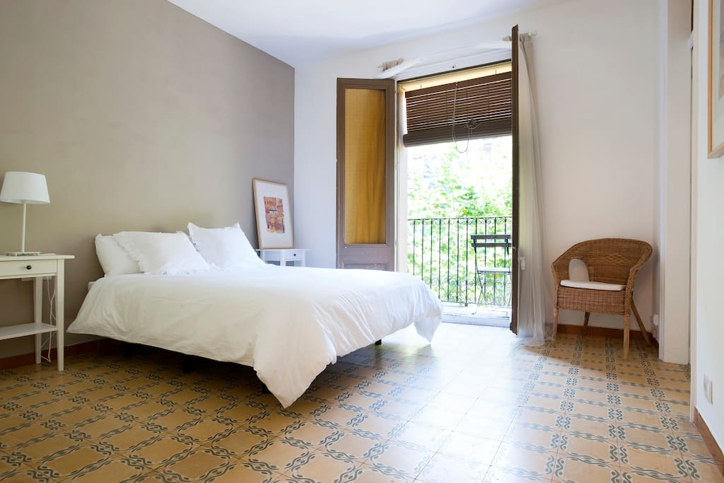 Centric 2 bedroom flat st antoni hutb009802 for Hotel e appartamenti barcellona