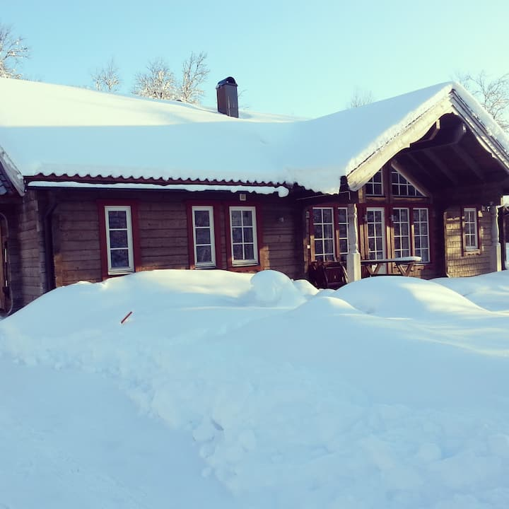 Rymlig stuga i Tänndalen