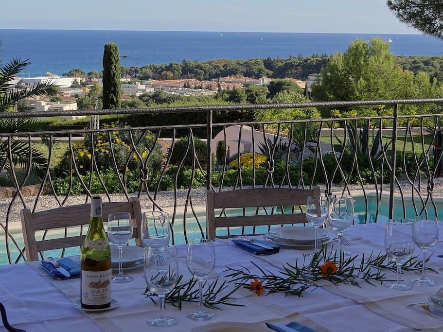 Un quartier calme et résidentiel sur les hauteurs de Villeneuve Loubet plage, bénéficiant d'une très belle vue mer.
