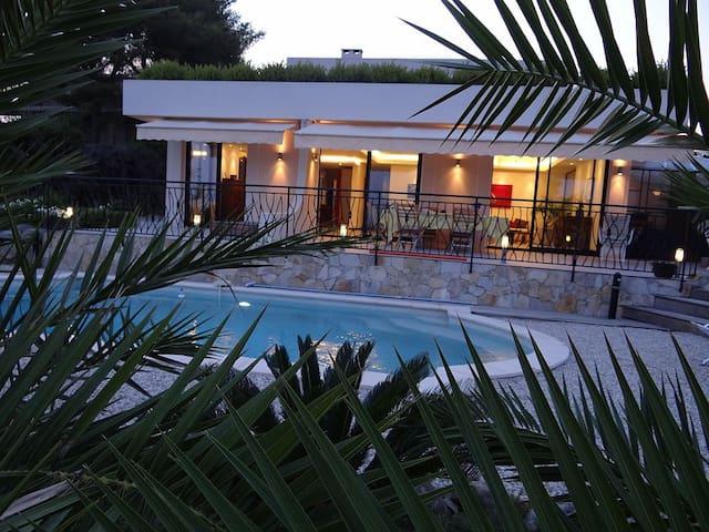 Recent California sea view villa - Villeneuve-Loubet - บ้าน