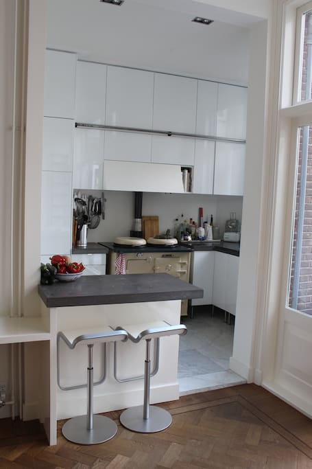 Open, modern kitchen with (almost) antique aga cooker! + fridge, freezer, magimix, dishwasher, fully equipped. Small bar with two chairs for breakfast or reading the newspapers with an espresso.