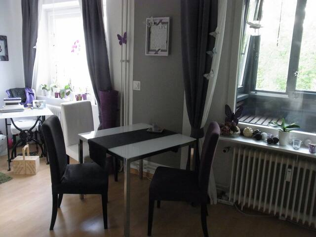 Gemütliche 2 Zimmer in Schanzennähe - Amburgo - Appartamento