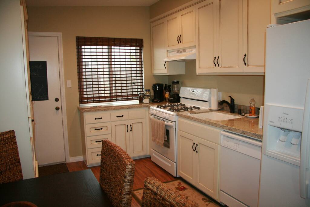 Updated granite kitchen... Perfect to make dinner & to make your morning coffee.