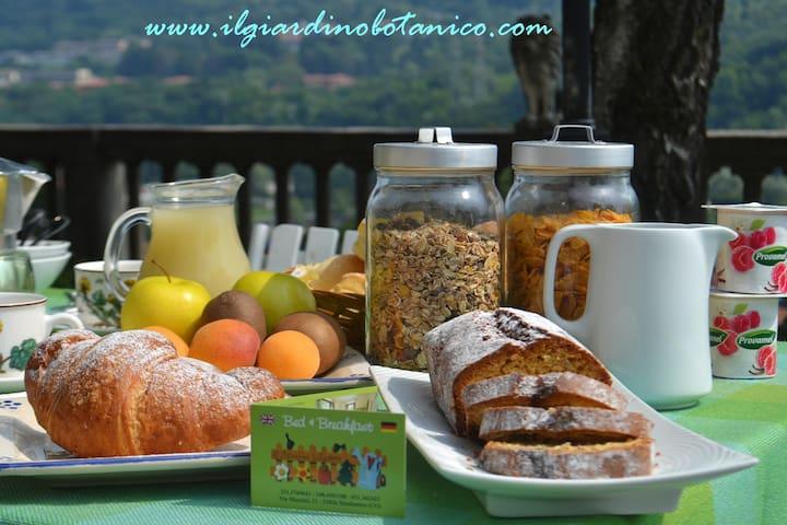 """B&B Il Giardino Botanico """"Girasole"""" - Maslianico - Bed & Breakfast"""