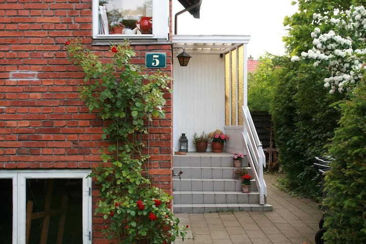 Bright cozy apartment 20 min from Copenhagen City