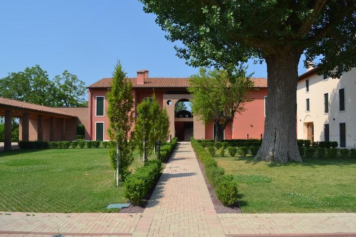 """""""Indaco Home"""" con piscina vicino al lago di Garda"""