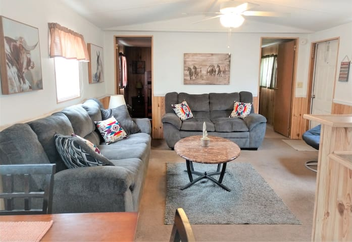 Cowboy Cottage 3 bedroom / 1 Bath (sleeps 6)