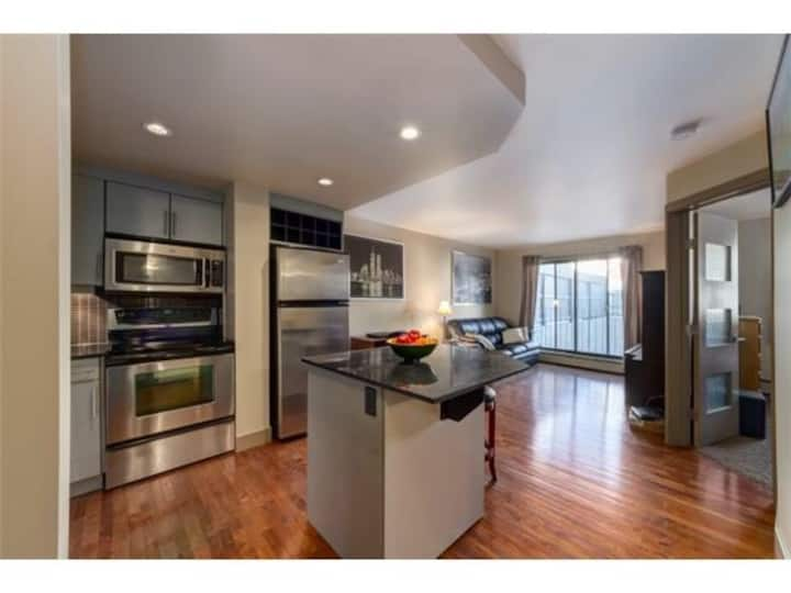 Beautiful 1 bedroom Condo downtown Calgary!