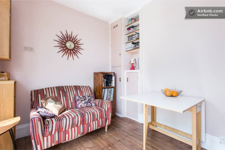 London flat - near Tube & Stansted - London - Apartment