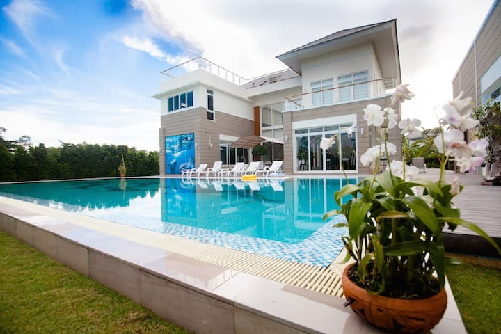 Luxury Baan Talay Pool Villa