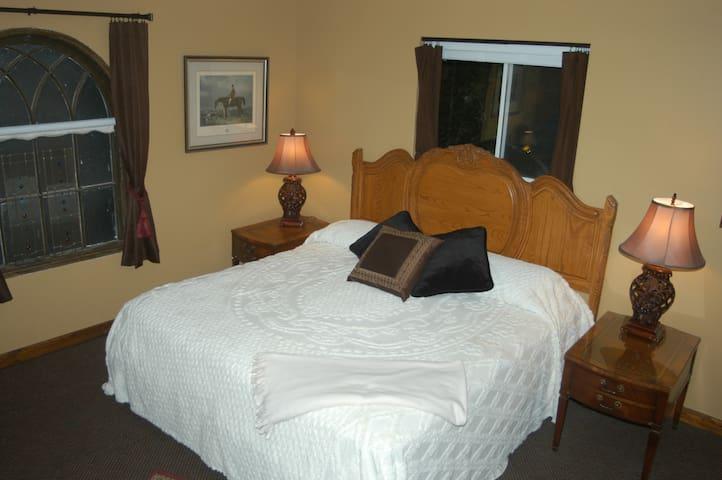 Bard's Inn Falstaf Room - Cedar City - Bed & Breakfast