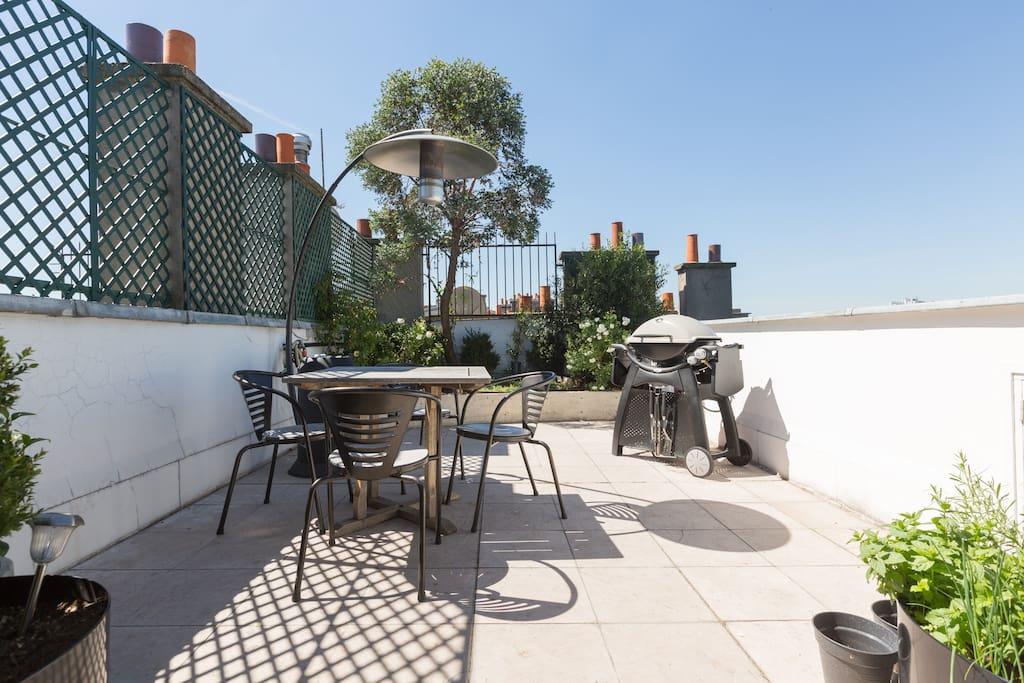 La terrasse avec bbq et chauffage extérieur