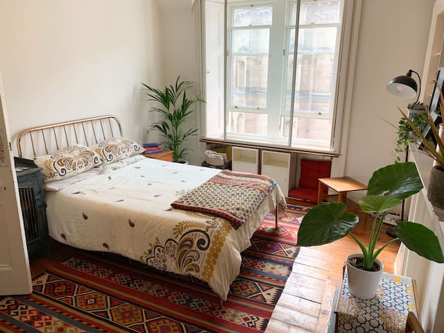 Charming City Center Bedroom in Old Town