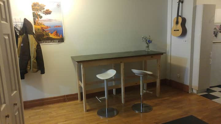 Furnished room near Laurier metro