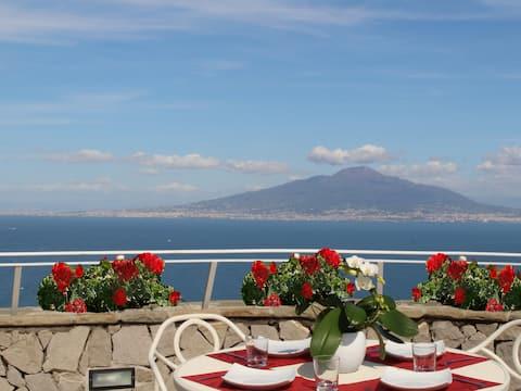 MiraSorrento, romantic view on the Bay of Naples