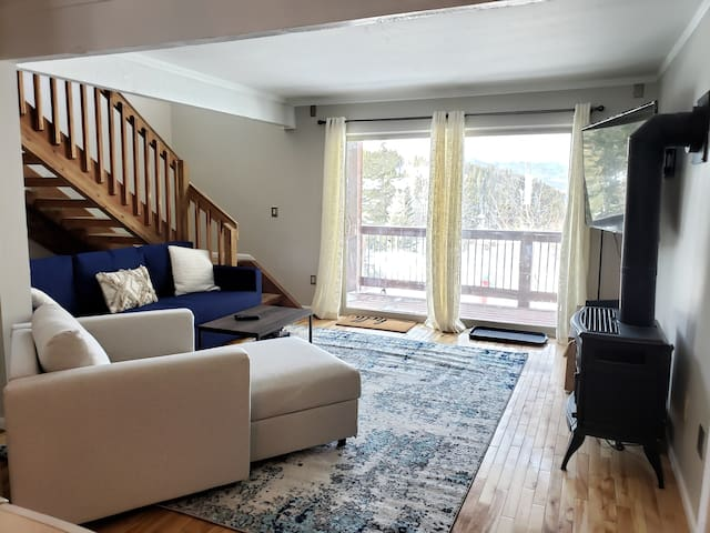 #1774 Baldy Mountain Townhome, 2 Bedroom + Sleeping Alcove & Loft (6 Beds Total) - 2 Bath, FREE Shuttle to town. Views! By VacaVibe