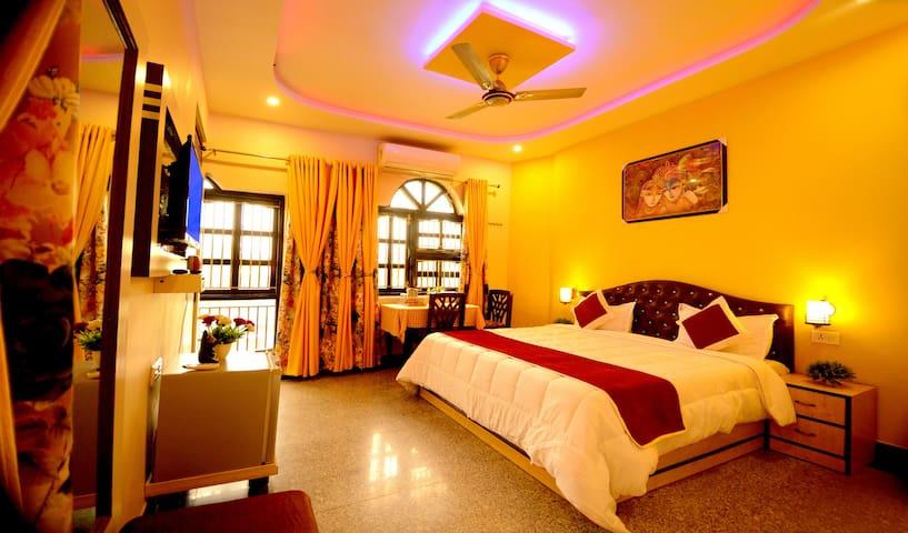 Triple Room near Taj Mahal