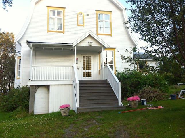 Rom i ærverdig villa i Nord Norge - Hamnvik - Maison