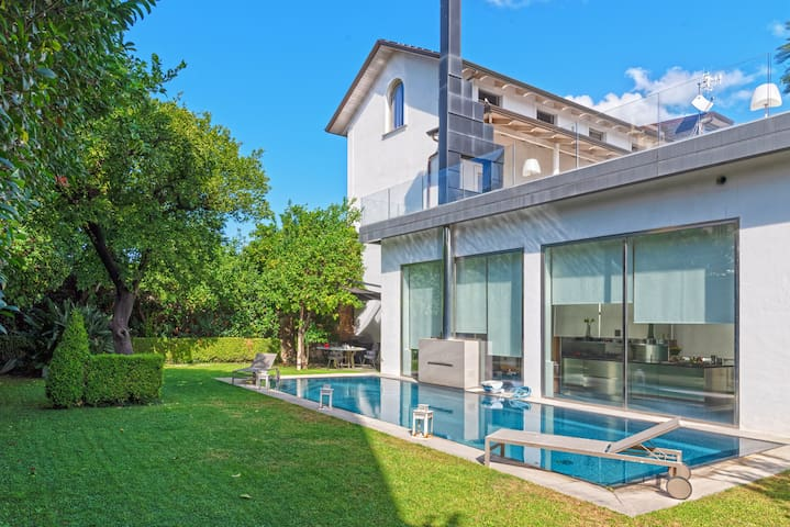 Luxury villa with pool and parking near Airport
