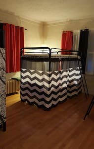$350 PER MON., PER PERSON -BUNK BED, FREE WIFI, &. - Chicago