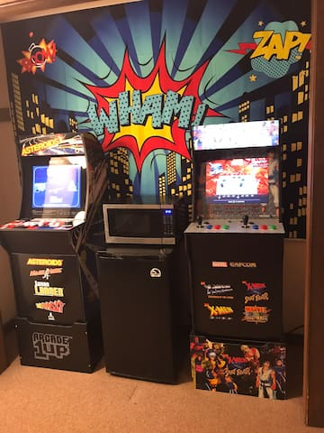 Entertaining area includes 2 arcade machines, one of them will give you access to play online.
